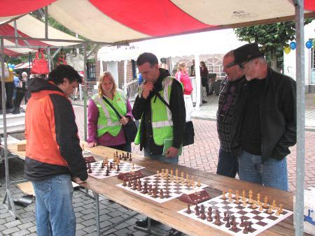Onder leiding van Geert Smulders-Dinh liep de schaakpromotie op rolletjes.
