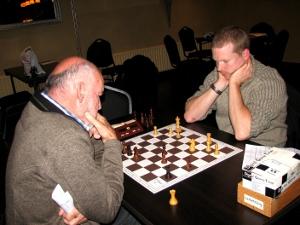 De betreurde nederlaag van Arjan Gras in de laatste partij leverde het 2e team een gelijk spel op.