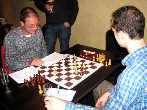 De zege van Stan Heijmans in de laatste partij leverde het 1e team de overwinning met 2½-1½ op.
