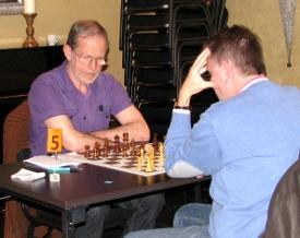 Tjeu Segers (links), vervanger van Jan Arts in Kentering 2, verloor zijn partij tot zijn eigen stomme verbazing