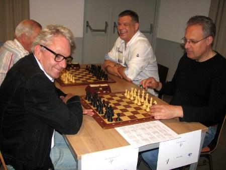 Mike en Jan in de startblokken tegen HMC Calder