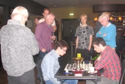 De finalepartij tussen Guus Bollen (links) en Jasper Broekmeulen