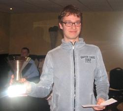 Guus Bollen met zijn kampioensbeker
