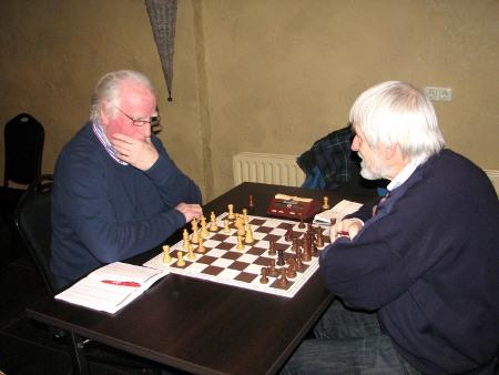 Hans Fagel (links) stond op om opnieuw een daad te stellen en ging er eens goed voor zitten.