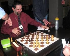 Grote vreugde bij Mikel van Dijk: hij haalde met een snelle matcombinatie het eerste punt binnen.