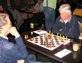 Ton Snoeren (rechts) had een gemakkelijke middag: hij opende met een hersenkraker en kon toen een uurtje gaan wandelen.